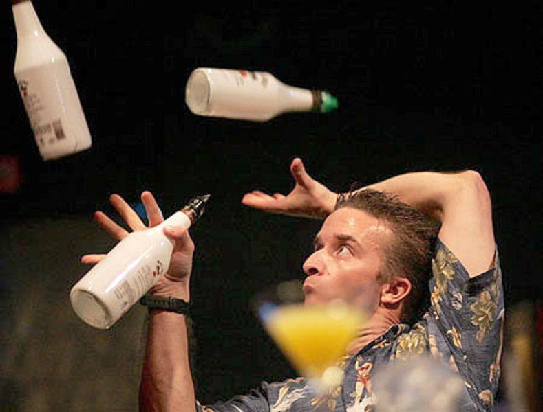 жонглирование бутылками