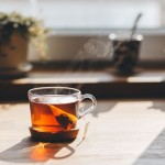 Горячий чай — спасение от жары