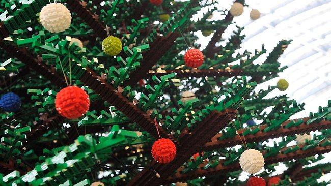 елка из конструктора лего в Лондоне