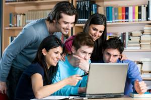 студенты учат