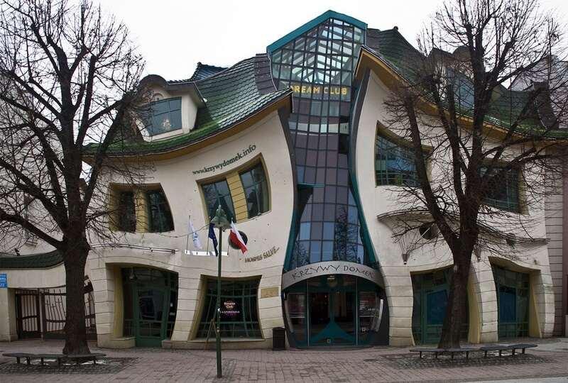 Скрюченный домик в Польше