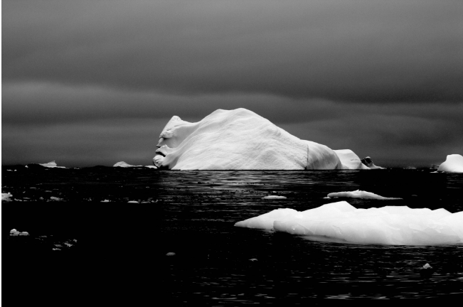 айсберг в Антарктике