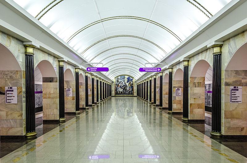 глубокая станция метро в Питере