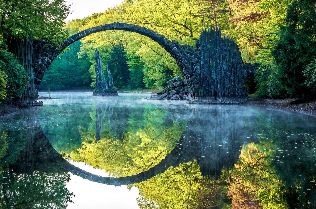 мост в парке Германии