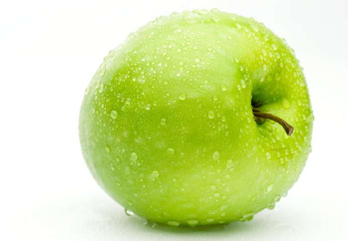 съесть яблоко