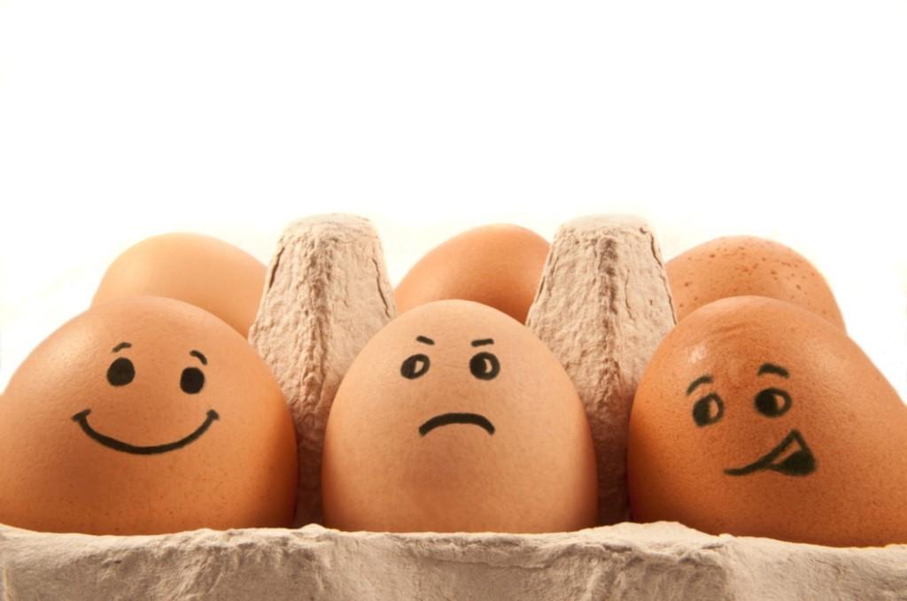 разбивать яйца