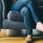 Можно ли сидеть в позе «Нога на ногу»