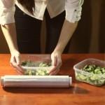 10 необычных способов применения пищевой пленки в быту