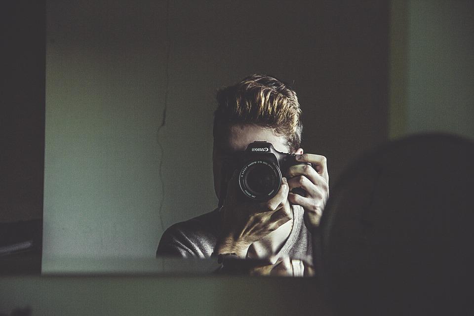 из чего делают зеркало